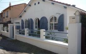 8 personnes maximum. Villa rénovée. Location classée meublé de tourisme trois étoiles.