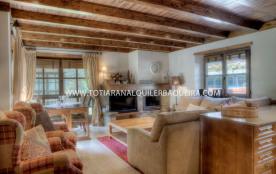 Salenques es un magnifico apartamento del nuevo complejo residencial Val de Ruda, situado a pie d...