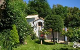 Dans magnifique propriété de 3 hectare, le gîte de l'ancien Moulin de Caixas est un gîte de campagne 4 pers avec jard...