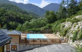 Cet appartement se situe à la résidence Domaine de la Vallée d'Ax à 900 m de la télécabine relian...