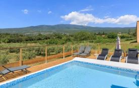Gîte les pousse-chiens en pleine nature, 6 pers.,bassin de baignade, terrasse, vue imprenable sur le mont ventoux
