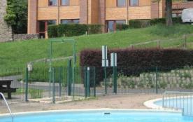 A proximité du Puy en Velay, le Clos Moulin est situé en bord de Loire, dans un cadre pittoresque...