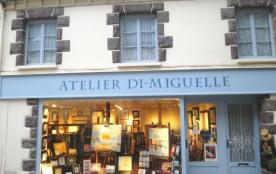 """Dans leur maison de ville au dessus de l'atelier-galerie """"Di Miguelle"""""""