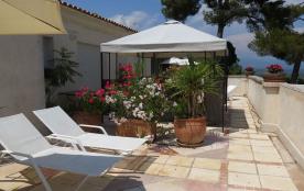 Villa 80m2 terrasse100m2 entre Cannes Antibes piscine jardin vue mer montagnes