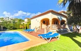 Belle villa accueillant 6 personnes située dans le quartier « Sabatera / Tabaira » à 5 minutes de...