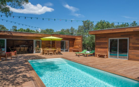 Au calme dans le maquis Villa tout en bois, piscine privée chauffée, jacuzzi.