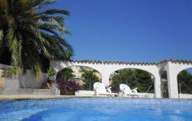Spacieuse villa 5 chambres (10 personnes) avec piscine privée dans un quartier résidentiel proche de la mer de Beniss...