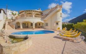 Jolie villa située entre Moraira et Benitachell avec piscine privée pour un total de 6 personnes.