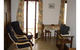 agréable studio meublé avec terrasse fermée et balcon