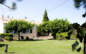 Gîtes de France - Villa indépendante bien aménagée à proximité d'une route départementale.