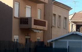 Façade est ,au calme,1ere fenêtre cuisine, porte fenêtre donnant sur balcon ,