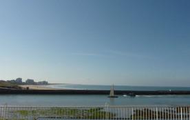 Piscine 70 à 100cm remplie par les marées face à l'appart, bas de la photo