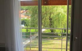 """""""Picasso"""" Accès au balcon (sud) et vue magnifigue sur le jardon (chambre 1)"""
