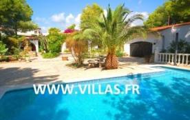 Villa CP Dolores. Découvrez cette villa pour 10 personnes située à seulement 150 mètres de la mer.