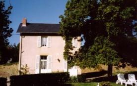 Charmante maison indépendante située dans un cadre agréable à 300 m de la station thermale de Saint-Honoré-les-Bains,...