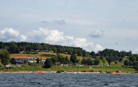 Les Terrasses du Lac de Naussac, 157 emplacements, 15 locatifs