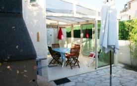 Secteur Domaine de la Mer (1,2 km de la plage), villa 4 à 6 couchages, dans résidence avec piscin...