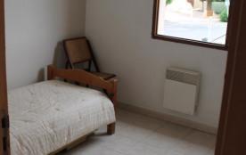 3 ème chambre à l'étage avec un lit gigogne en 80 avec 2 couchages