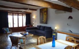 Studio de bon goût avec terrasse ensoleillée.  Accès privé avec vue sur le Pic de Vissou, vignes et garrigues. - Cabr...