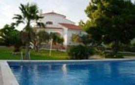 Grande villa confortable avec vue sur mer et la montagne.