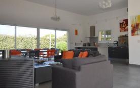 squarebreak, Nice and comfortable villa in a private estate