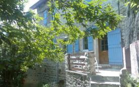 Le Ricou petit hameau traditionnel ardéchois à 1 km de THueyts (village de caractère), vue sur le...