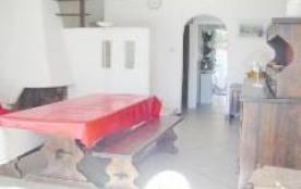 Villa blanche avec cheminée, cour clôturée, véranda, salon de jardin. Pavillon, Résidence Saint P...