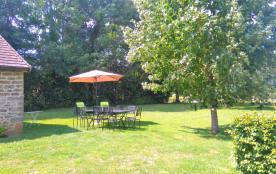 transats, parasol table et chaises de jardin