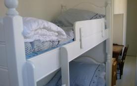 Les lits superposés de la chambre cabine des enfants