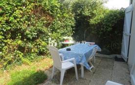 petite maison individuelle mitoyenne avec jardin clôturé dans résidence idéalement située