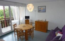 Appartement situé au deuxième étage d'une résidence proche de l'Océan, avec ascenseur et piscine.