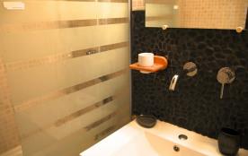 Salle de bain avec baignoire (WC pièce séparée)