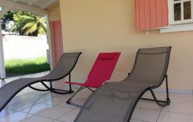 Magnifique villa climatisée avec wifi et jardin clôturé, à 1 km de la plage