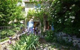 Gîtes de France - Dans le village, maison de famille du XIXe siècle, mitoyenne, avec terrasse à l...