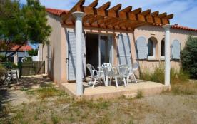 Port-Leucate (11) - Quartier naturiste - Les mas de la plage. Maisonnette 3 pièces - 42 m² enviro...