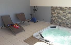 Villa sans vis-à-vis, piscine, jacuzzi, Canet en Roussillon, proche des plages