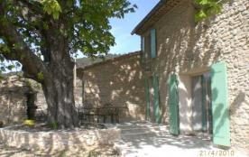 Beau bâtiment indépendant du XVIIIe siècle en pierres apparentes, de caractère, rénové en 2010, b...