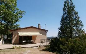Sur le plateau dominant la vallée du Rhône, face aux Alpes, gîte aménagé dans une partie de notre...