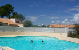 FR-1-357-63 - Pavillon T2 mezzanine, dans résidence de vacances avec piscine