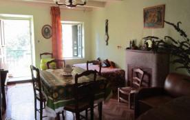 piece à vivre salle à manger + 2 couchages individuels