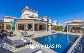 Villa AB TAHI