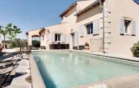 squarebreak, Spacieuse Villa provençale près de Cavaillon, en L