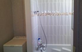 sdb baignoire lave linge coté chambres niveau 2