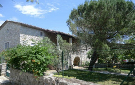 Le Dolmen, située en basse Ardèche et à deux pas des grands sites touristiques de l'Ardèche, bell...