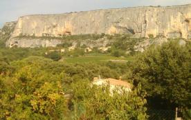 Le rocher de 1KM de long le plus haut au pied de la falaise LIOUX