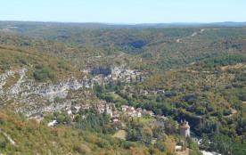 Le village de Cabreret dans la vallée du Célé