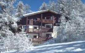 studio dans chalet skis aux pieds