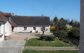 Gîtes de France - Dans la région des Chateaux de la Loire, gîte de caractère, mitoyen à la maison...