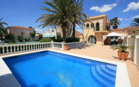 0004-NOGUERA Casa al canal con amarre y piscina