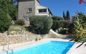 Superbe villa rénovée avec piscine , calme , vue sur mer